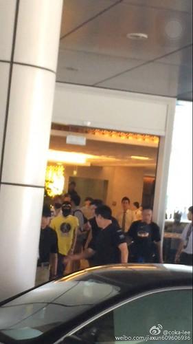 more BIGBANG arrival Shenzhen 2015-08-07 (6)