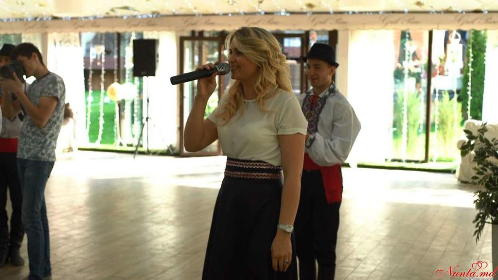 Певица Диана Казак (румынский и итальянский)
