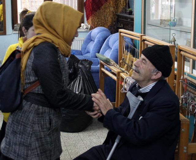 Yaşlı bakım öğrencileri yaşlılarla özel ilgilendi… 2