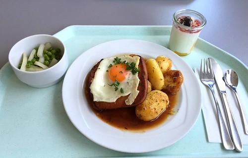 Bavarian meat loaf with fried egg & roast potatoes / Abgebräunter Leberkäse mit Spiegelei & Bratkartoffeln