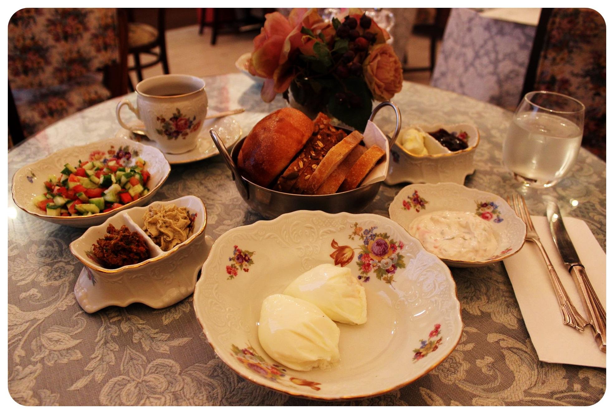 tel aviv breakfast