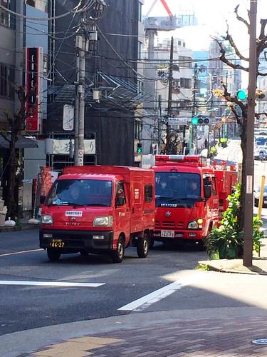 赤い車が2台
