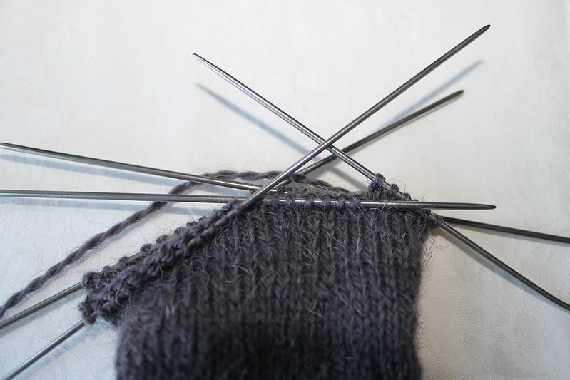 Вязание 2 носков на круговых спицах 64