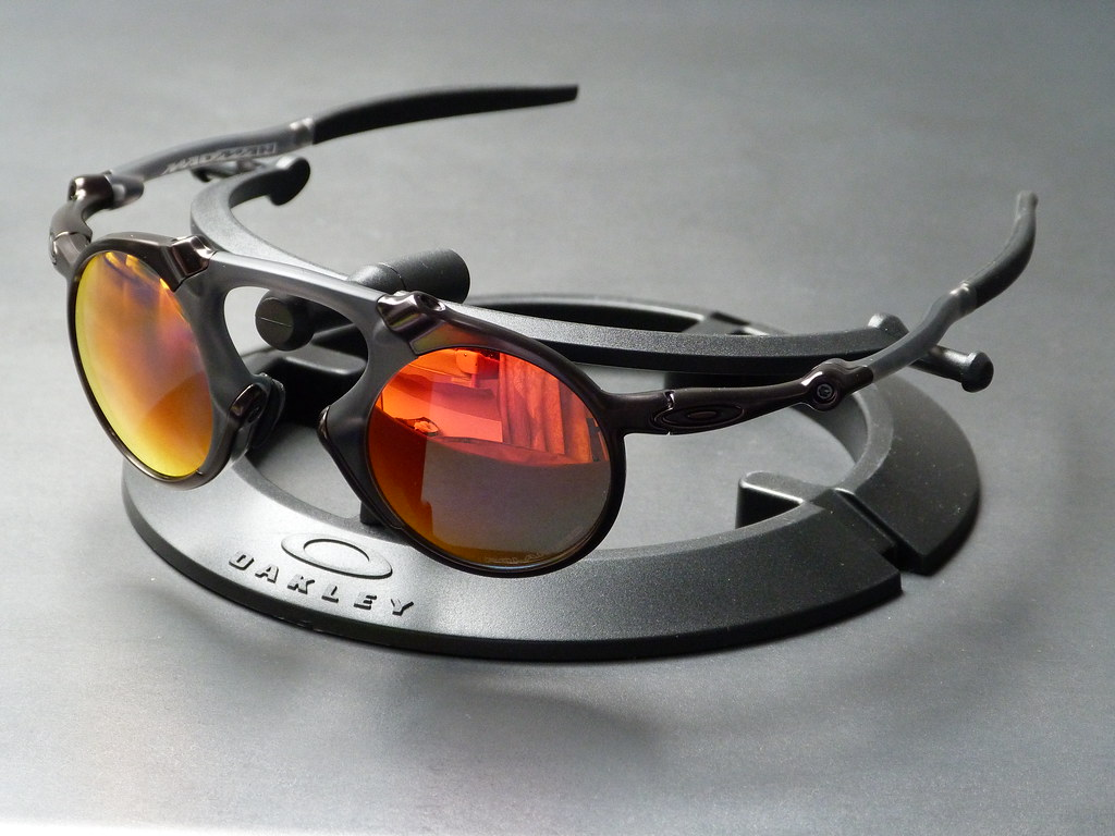 45f30a2a55e ... Oakley Madman™ Dark Carbon w Ruby Iridium Polarized