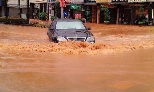 台中沙鹿在颱風過後積水難退。圖片來源:中央社