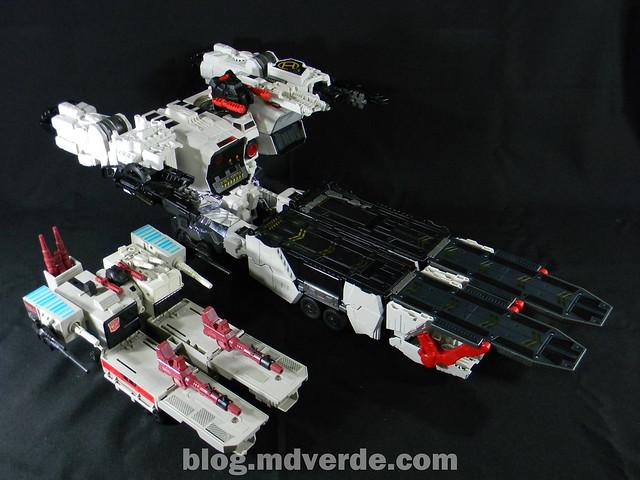 Transformers Metroplex - Generations Titan SDCC Exclusive - modo vehículo vs Metroplex G1