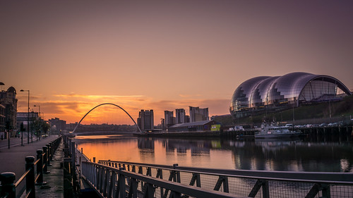 sunrise reflections newcastle dawn sage milleniumbridge rivertyne tyneandwear