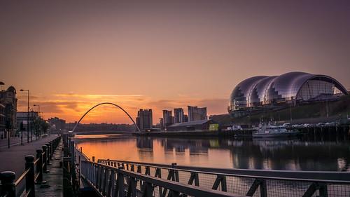 sunrise reflections newcastle dawn sage milleniumbridge rivertyne tyneandwear