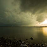 "20. Juuli 2016 - 20:58 - ""Kampeska Rotation""  HomeGroenPhotography.com   Tornado warned strom approaches my position on the shore of Lake Kampeska, Watertown, South Dakota. Check my fb page or Youtube channel for the timelapse video.  #accuweather #weather #ItsAmazingOutThere #Pr"