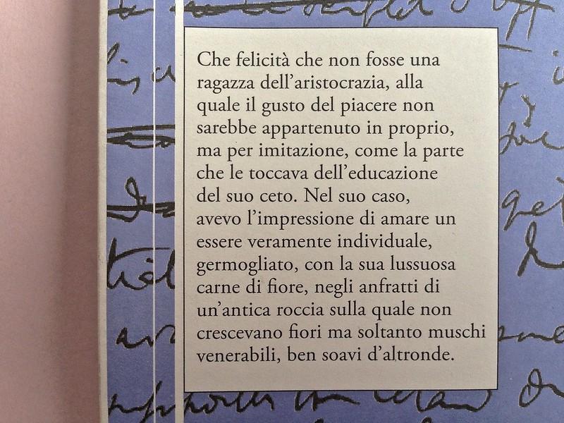 La ragazza con le rose rosse, di Marcel Proust. Nuova Editrice Berti 2014. [Responsabilità grafica non indicata]. Risvolto della quarta di copertina (part.), 1