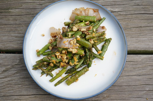 Roasted asparagus with grapefruit and walnut, viewed from overhead