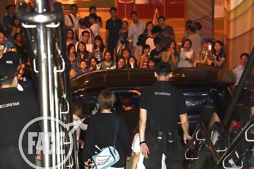 TOP-stagegreeting-premiere-HongKong-20140927_(31)
