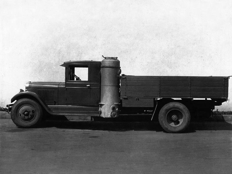 В ЗиС-13 впервые применили газомоторную установку