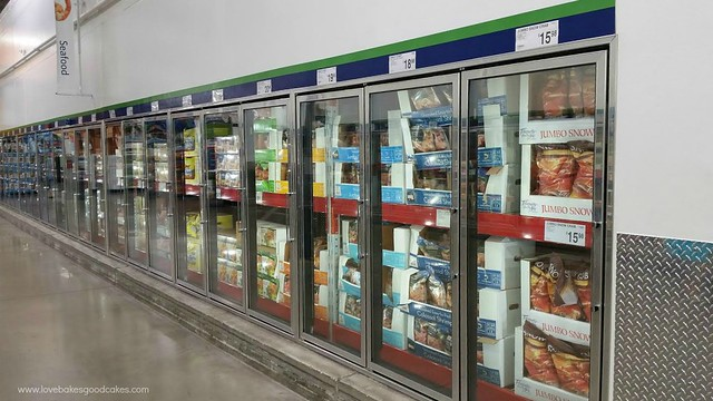 Sams Club store isle with the frozen food section.