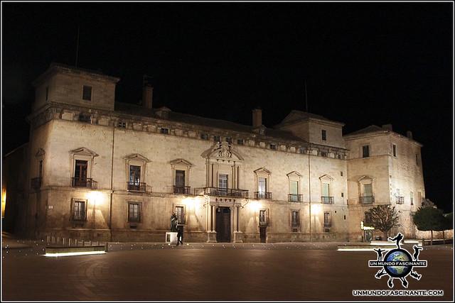 Palacio de los Hurtado de Mendoza, Almazán, Soria. España.