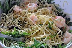 Spaghetti aglio e olio mit Gambas und Rucola
