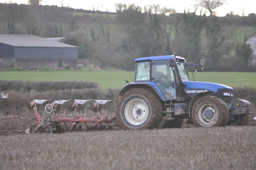 New Holland TM150 Tractor with a Kverneland 4 Furrow Ploug… | Flickr
