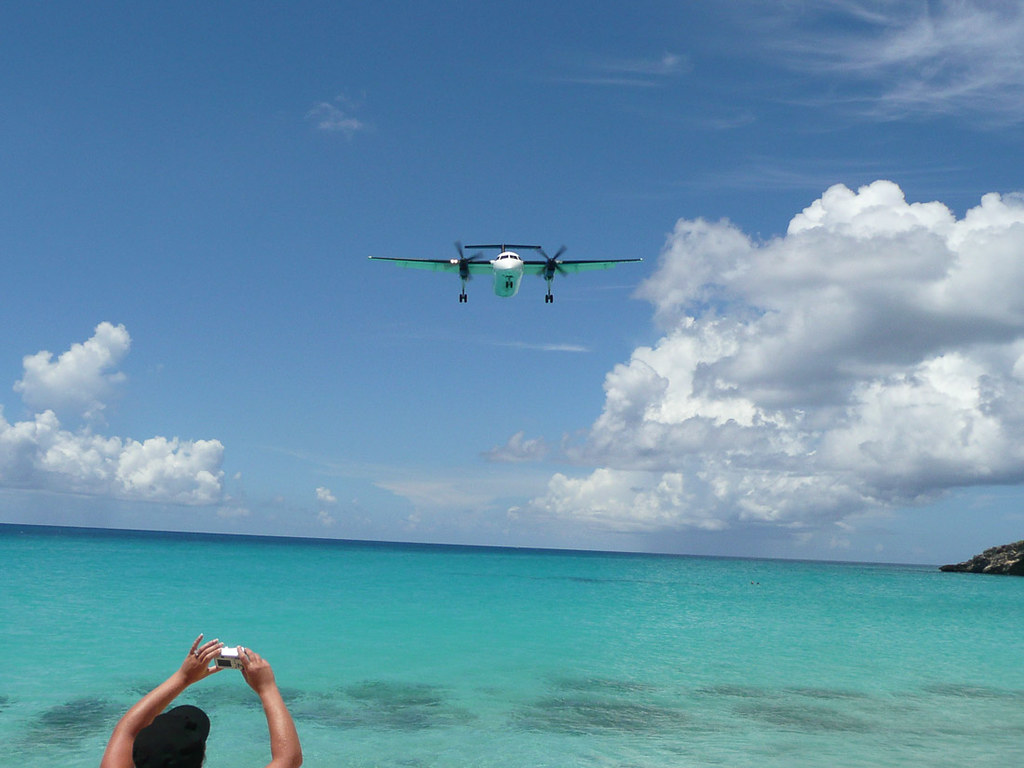Planes landing at Maho Beach
