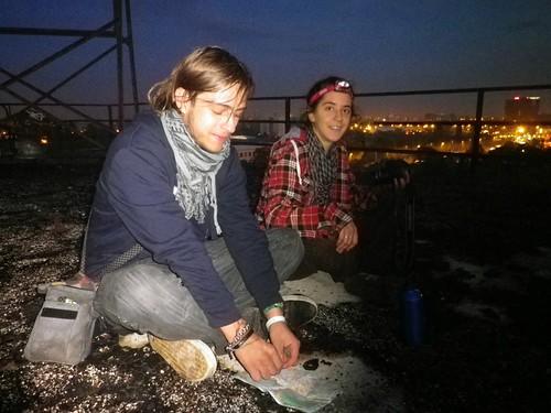 來,頭燈帶著,我們去Dumpster Diving!圖片來源:楊宗翰