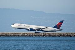 Delta Boeing 767-300 N136DL DSC_1547 tire smoke