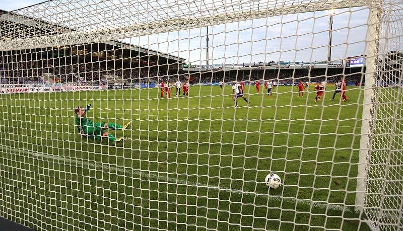 20.09.2016, VfL Osnabrück vs. FC Rot-Weiß Erfurt 3-0 , Foto: Frank Steinhorst - Pressefoto