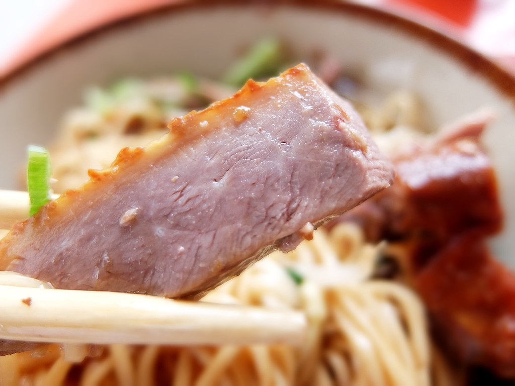 鴨肉是帶皮帶骨的,煙燻鴨肉,吃起來不柴頗不錯的