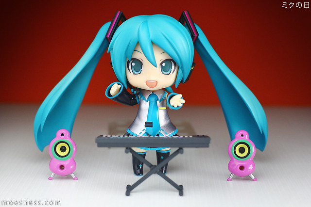 Celebrating Miku Day (ミクの日) with Nendoroid Hatsune Miku 2.0