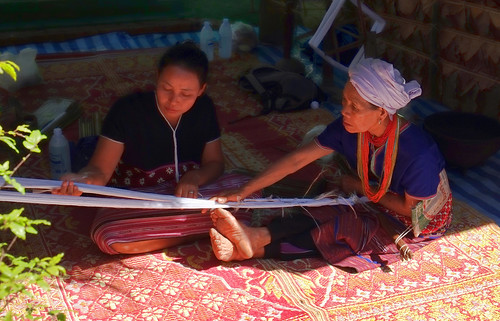 Nothern Thailand: Hill Tribes Women Weaving at Mae Chaem