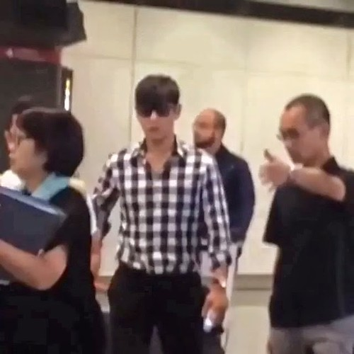 TOP-HongKongAirport-26sep2014-Fan-moonxogtop-02