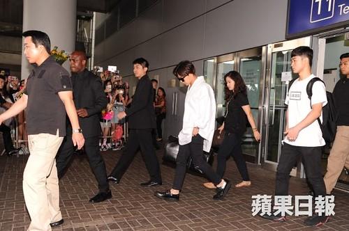GDragon-arrival-HongKong-20140806 (7)