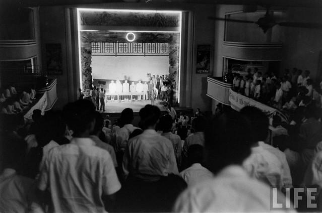 SAIGON 1955 - Saturday Revolution Scenes - Rạp Nguyễn Văn Hảo - by Howard Sochurek
