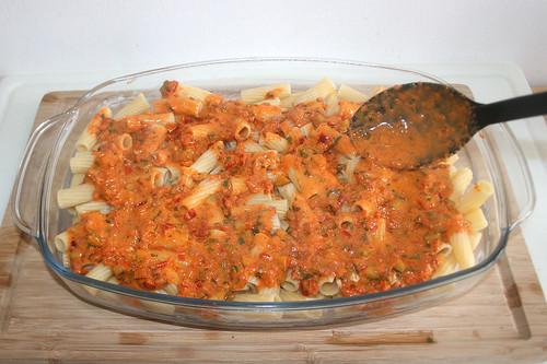 34 - Hälfte der Sauce hinzufügen / Add half of sauce