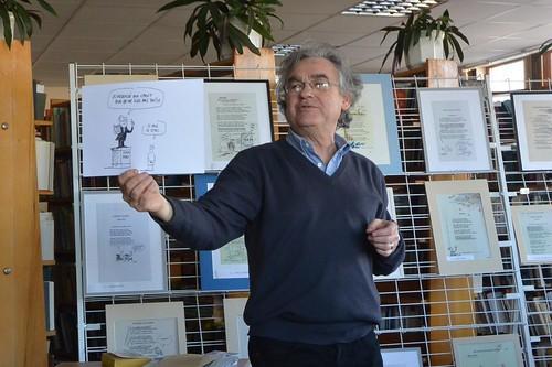 На виставку привіз карикатури і помальовані книги
