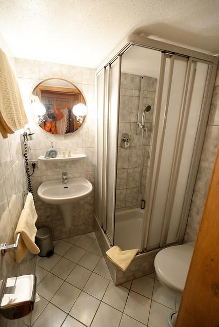 【浴室】空間還算可以,感覺裝潢也有用心