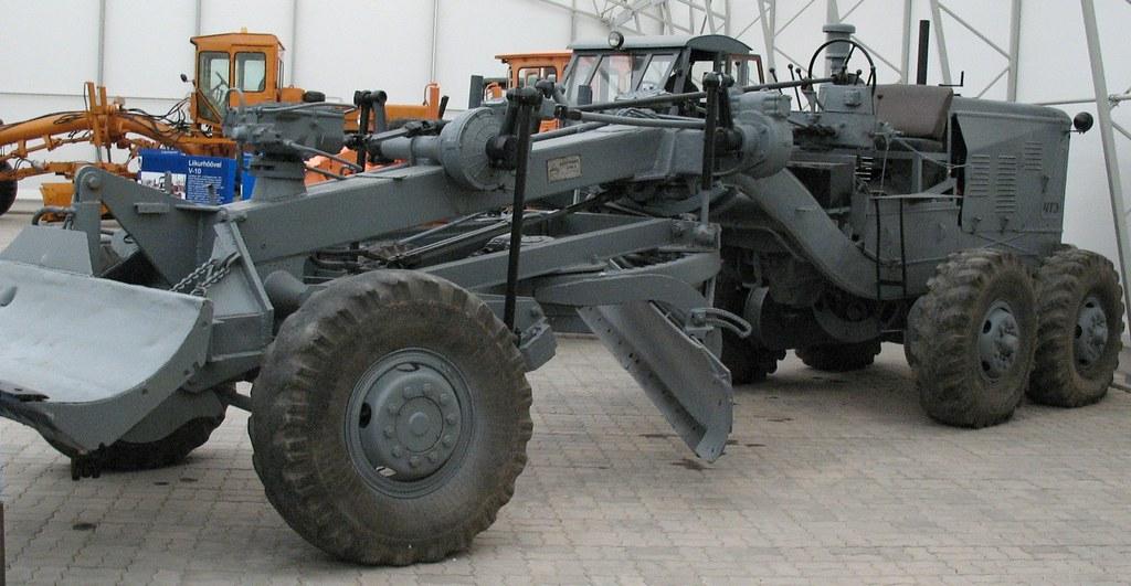 автогрейдер Д-144 в эстонском музее