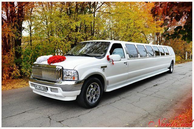 """""""Limos"""" - аренда лимузинов и автомобилей в Кишиневе, Молдове по приемлемым ценам. > Фото из галереи `Роскошный лимузин Ford Excursion EXCLUSIVE от Limos.md`"""