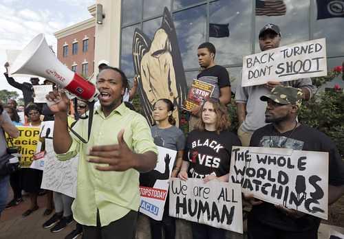 Acusan de asesinato al policía que mató a un negro en Carolina del Sur