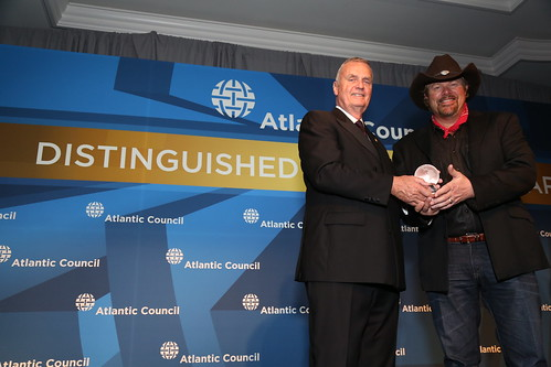 General James Jones presents the 2015 Distinguished International Artistic Award to Country Music Singer/Songwriter Toby Keith.