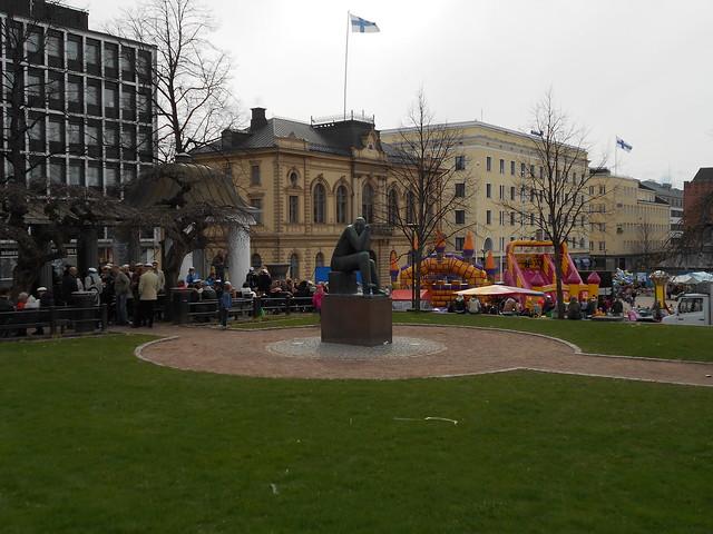 Vapputunnelmia Hämeenlinnassa 1.5.2015; vappuhumua keskustorilla