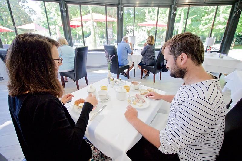 Manoir Roseraie breakfast table