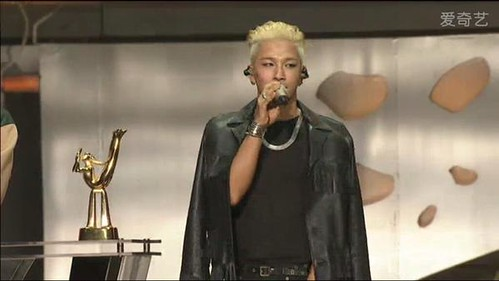 Taeyang-GoldenDisc-Awards-mainshow-20150114-screenshots-1