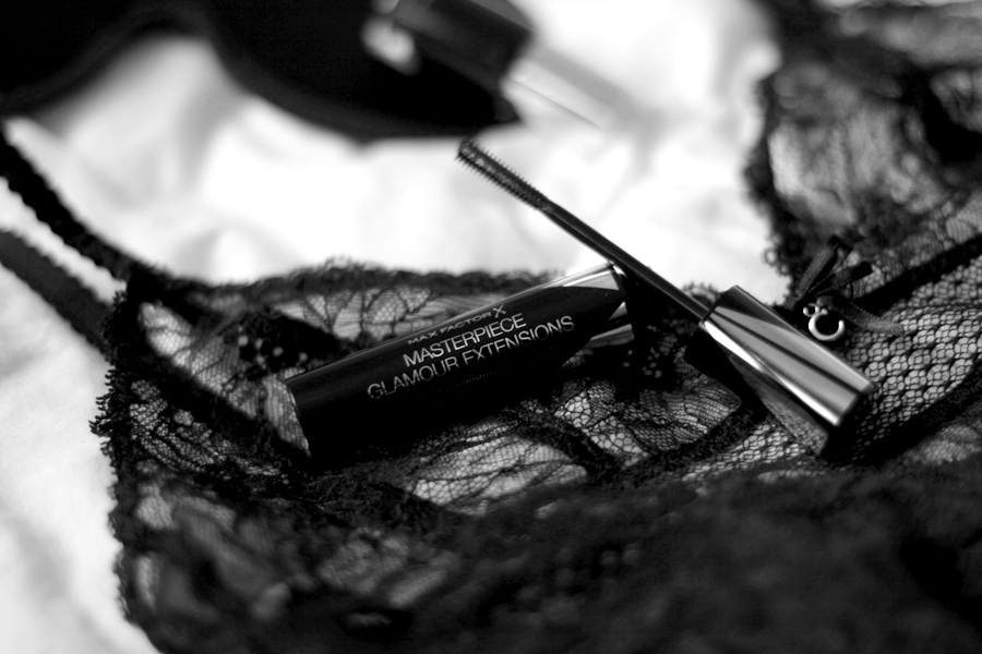 Max Factor X Masterpiece Glamour Extensions 3-in-1 volumising mascara photography black and white beauty blogger beautyblogger make-up schminke augen-make-up amu dark romantic romance ricarda schernus blog cats and dogs 4