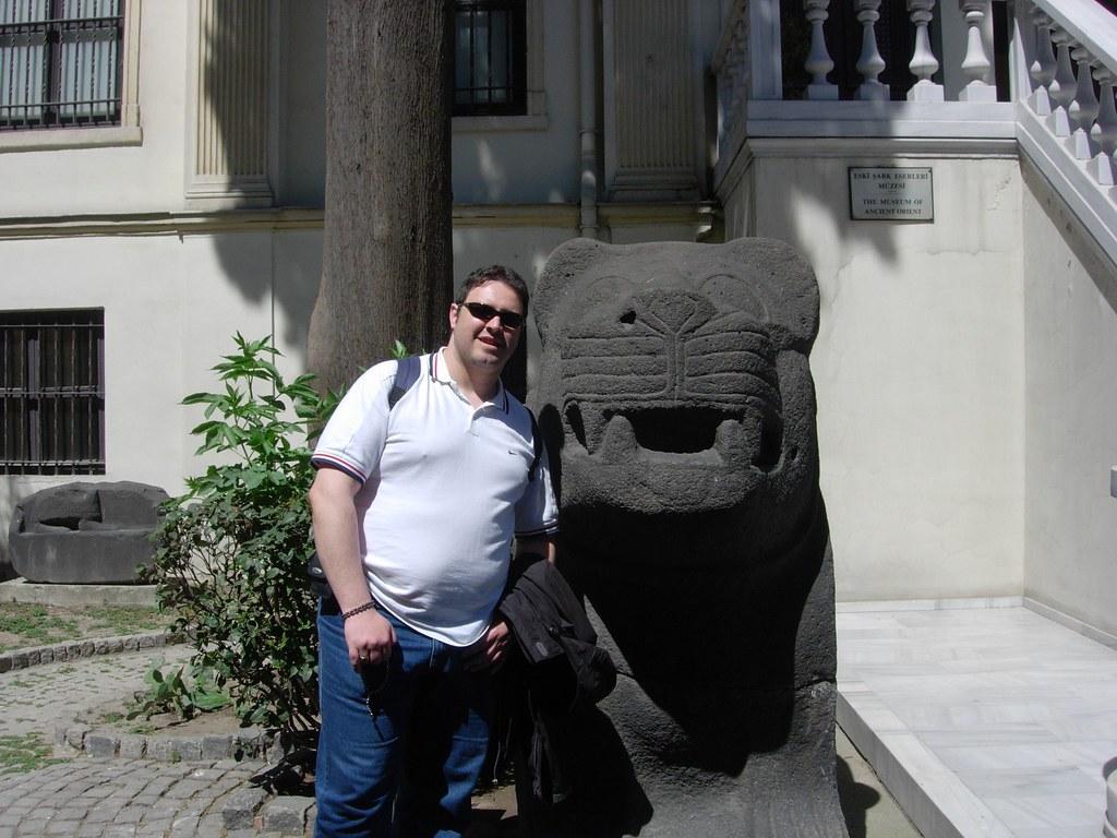 Ipaelo y un león Ismael Torres 2007
