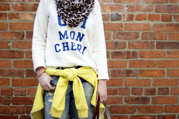 how to wear a hoodie tied around your waist