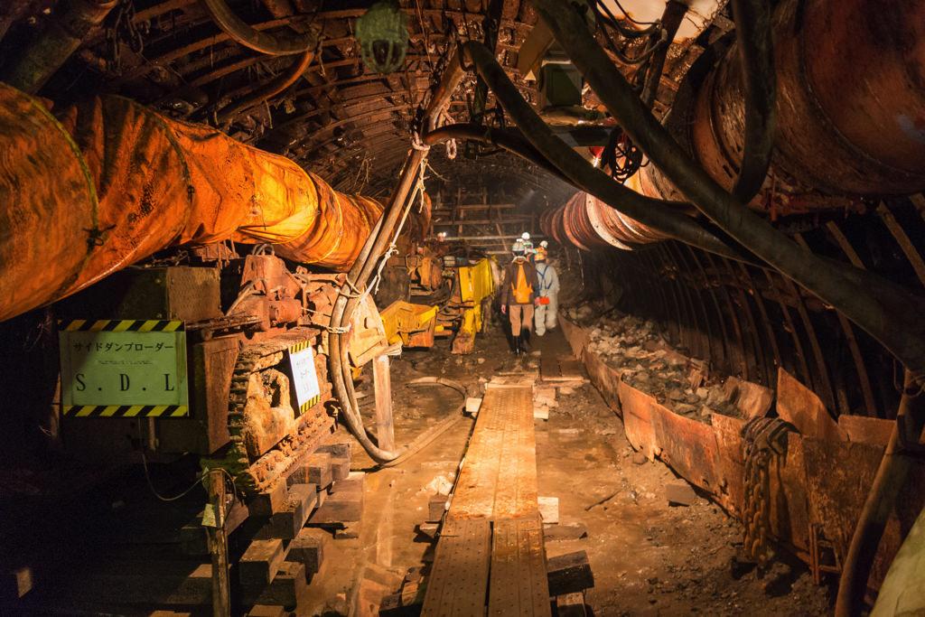 人工物で覆われた炭鉱内