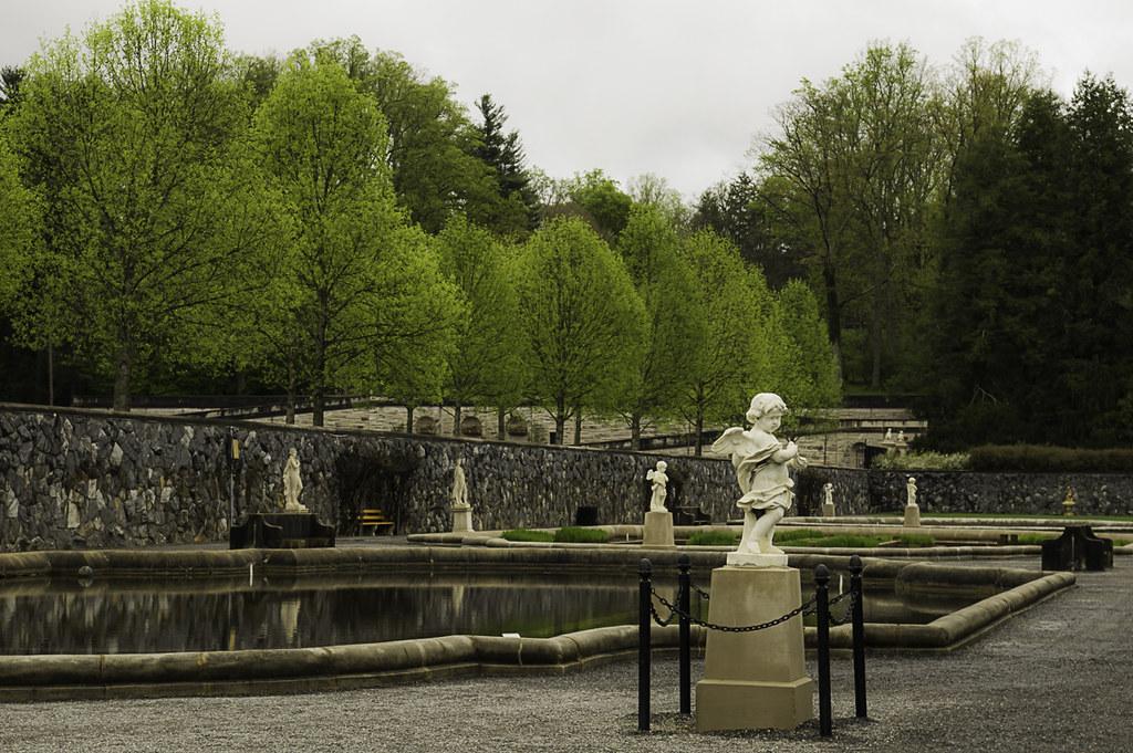Sculptures & ponds (The Italian garden)