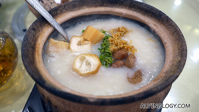 Premium Dried Scallop Porridge - Using Pearl White Rice, together with the combination of flavours from the scallops, fresh slices of fish and cuttlefish infused into the porridge - making it a sweet, smooth gooey texture that melts in your mouth.
