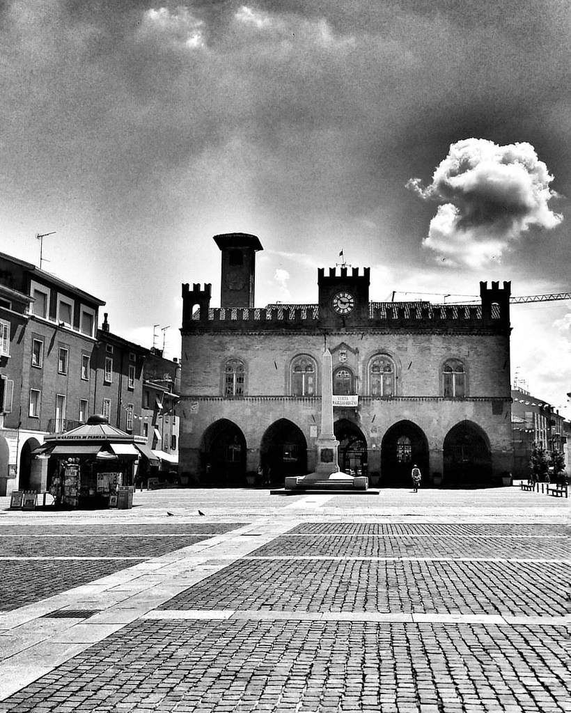 Afternoon in Fidenza  #travel #travelgram #trip #Fidenza #Italy #monochrome #blackandwhite #bw #day #life #light #beautiful #clouds #photooftheday #amazing #instalike #igers #picoftheday #instadaily #instafollow #followme #instagood #bestoftheday #instaco
