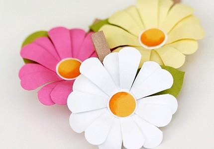 Cách làm hoa cúc bằng giấy trang trí bàn học thêm xinh