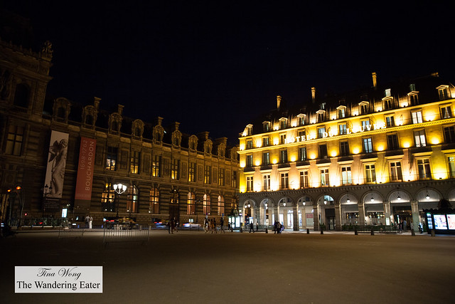 Hôtel du Louvre at night